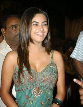 Meera Chopra Hot Cleavage Show Stills