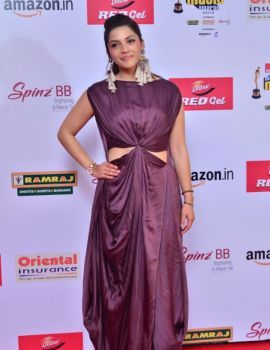 Mehreen Pirzada at Mirchi Music Awards South 2017 Red Carpet