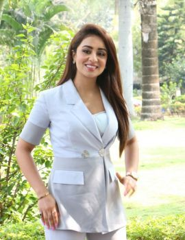 Musskan Sethi Stills at Ragala 24 Gantallo Movie Success Meet
