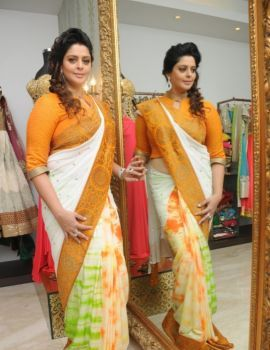 Beautiful Bollywood Actress Nagma in Saree