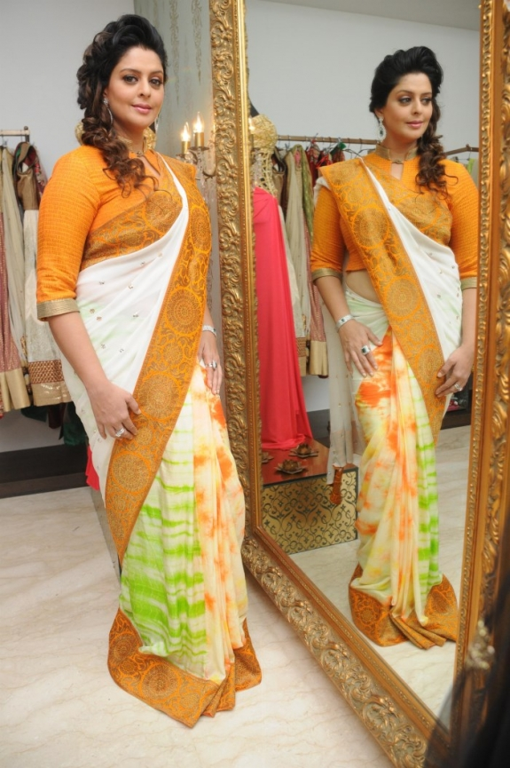 Beautiful Bollywood Actress Nagma in Saree