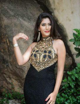 Telugu Actress Neha Saxena Latest Glamorous Photos