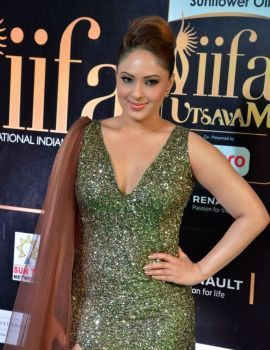 Nikesha Patel at IIFA Utsavam Awards 2017