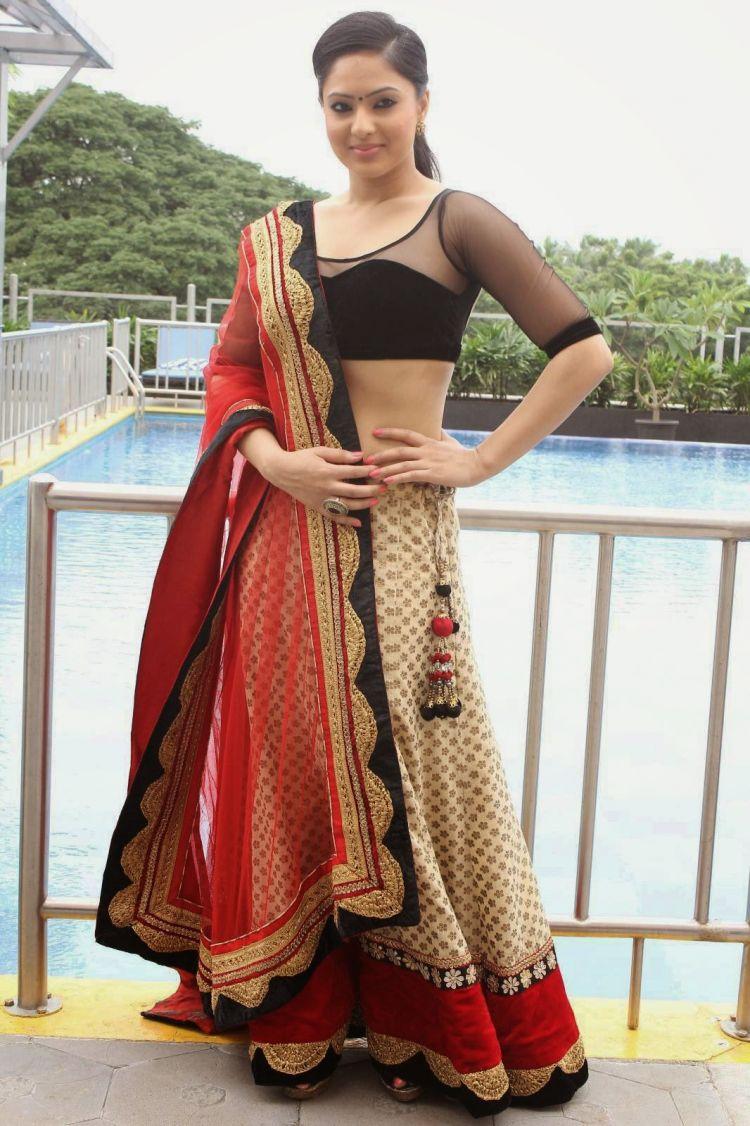 Nikesha Patel at Karaiyoram Movie Poster Launch