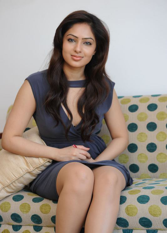 Nikesha Patel Hot Legs and Thighs Show