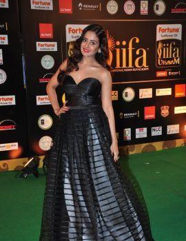 Parul Yadav Photos at IIFA Utsavam Awards 2016 Day 2