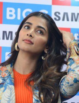 Pooja Hegde Launches Samsung Galaxy S20 at BIG C Showroom
