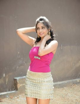 Telugu Actress Pooja Sri Photos at Weekend Love Press Meet
