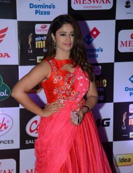 Poonam Bajwa at Mirchi Music Awards 2016