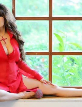 Poonam Jhawer is all set to celebrate Valentine Day