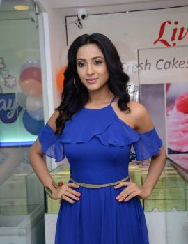 Priya Shri Inaugurates 7th Heaven Ice Cream Parlor