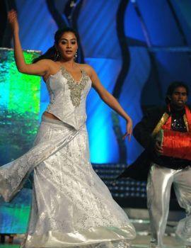 Priyamani Dance Performance at Lux Sandal Cinemaa Awards