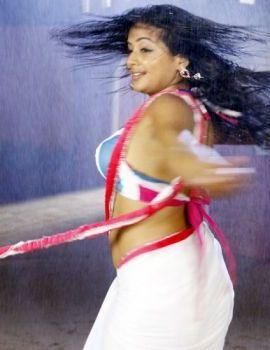 Priyamani in Tikka Movie Item Dance