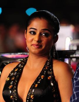 Priyamani Stills at Lux Sandal Cinemaa Awards 2011