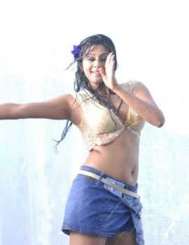 Sizzling Hot Telugu Actress Priyamani Dancing in Rain