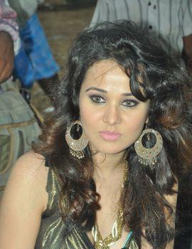 Priyanka Kothari on The Sets of Padam Pesum