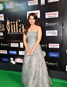 Raashi Khanna at IIFA Utsavam Awards 2017 Day Two