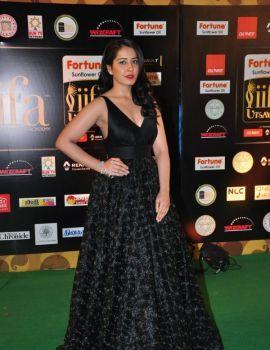 Raashi Khanna Stills at IIFA Utsavam Awards 2016