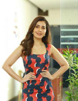 Raashi Khanna Stills at World Famous Lover Movie Interview