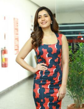 Raashi Khanna Stills at World Famous Lover Movie Interview