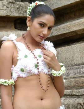 Ragini Dwivedi Stills from Holi Movie