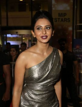 Rakul Preet Singh Stills from 64th Filmfare Awards 2017