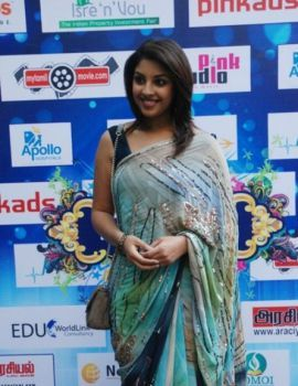 Richa Gangopadhyay in Saree at Tamil Edision Awards