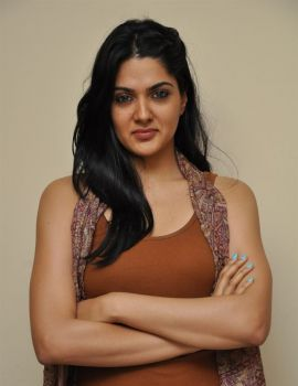 James Bond Movie Heroine Sakshi Chaudhary Stills