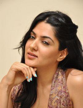 James Bond Movie Heroine Sakshi Chaudhary Stills