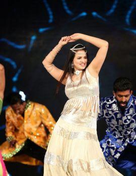 Saloni Aswani Dance Performance at GAMA 2014 at Dubai