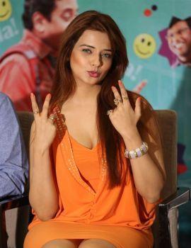 Saloni Aswani Photos at Meelo Evaru Koteeswarudu Movie Interview