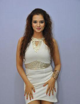 Saloni Photos at Meelo Evaru Koteeswarudu Movie Audio Launch