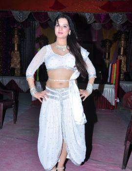 Telugu Actress Saloni Aswani Movie Item Song Shoot in White Dress