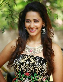 Tamil Actress Sanjana Singh Glamorous Photos