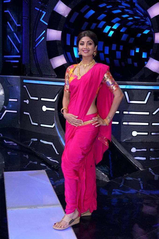 Shilpa Shetty at Super Dancer Chapter 2 Set