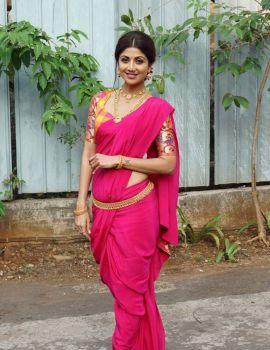 Shilpa Shetty at Super Dancer Chapter 2 Set