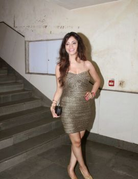 Shilpi Sharma Stills at Barkhaa Movie Premiere Show in Mumbai