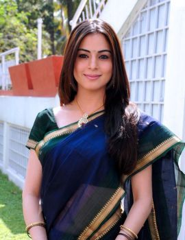 Shraddha Arya Cute Photos in Blue Banarasi Saree