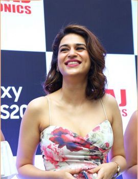 South Indian Actress Shraddha Das Pics at Samsung Galaxy S20 Launch