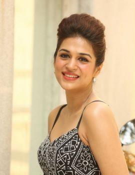Telugu actress Shraddha Das Stills at Guntur Talkies Pre-Release Press Meet