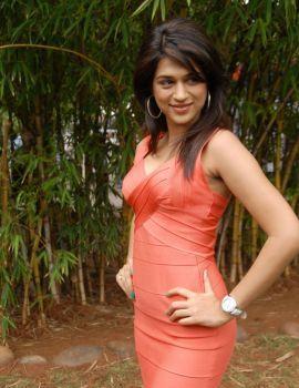 Telugu Actress Shraddha Das Stills in Mugguru Movie Press Meet