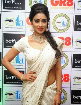 Shriya Saran Looks Gorgeous in White Saree at GR8 Women Awards Function