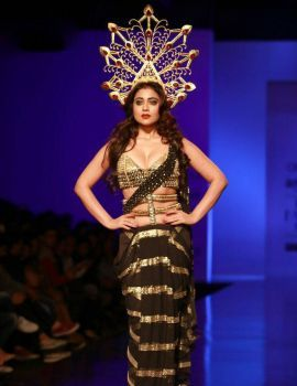 Shriya Saran Stills at Amazon India Fashion Week 2016