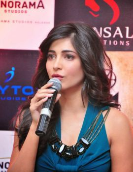 Shruti Haasan at Gabbar Is Back The Game Launch