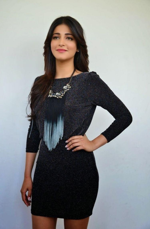 Shruti Haasan Stills at Race Gurram Press Meet