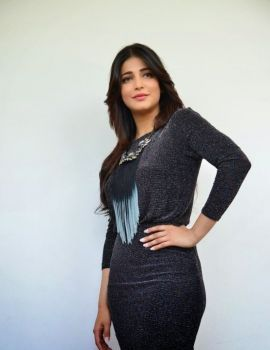 Shruti Haasan Stills at Race Gurram Press Meet
