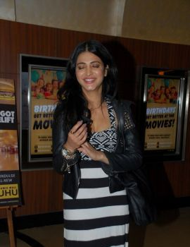 Shruti Haasan Watching Movie Tevar at Juhu PVR