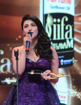 Tamil Actress Shruti Haasan Photos from IIFA Utsavam