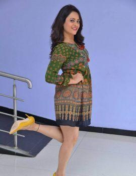 Shruti Sodhi Photos at Meelo Evaru Koteeswarudu Trailer Launch