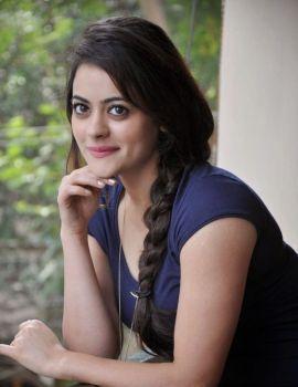 Telugu Heroine Shruti Sodhi Latest Glamorous Photos
